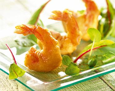 Beignets de crevettes dorées et son lit de verdure